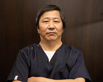 歯科医師 浅岡 裕次